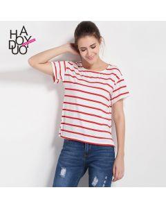 Stripete kortermet t-skjorte med rund hals.