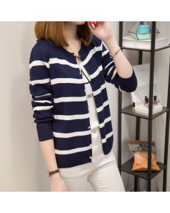 Langermet stripete cardigan med knapper og rund hals.