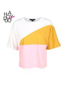 Trendy kortermet t-skjorte med kontrastfarger og rund hals