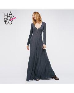 Flott lang kjole med v hals og knapper.