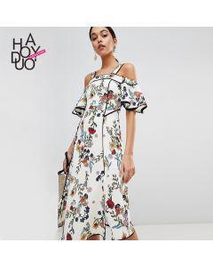 Lang blomstrete kjole med skulderstropper
