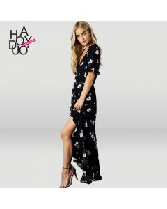 Lang kjole med korte ermer og v-hals