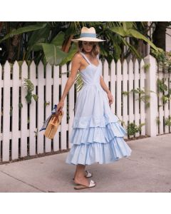 Lang kjole med stropper og vidt skjørt.