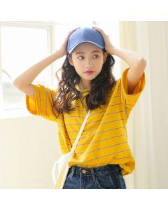 Stripete kortermet t-skjorte med rund hals og i flere farger.
