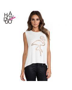 Trendy ermeløs t-skjorte med rund hals.