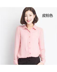 Stripete ensfarget skjorte med lange ermer.