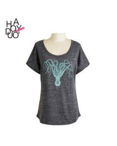 Retro slim t-skjorte med korte ermer og rund hals.