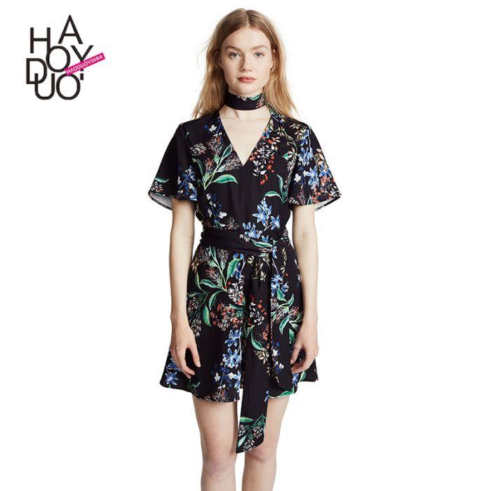 725f9651 Kort blomstrete kjole med v hals og korte ermer