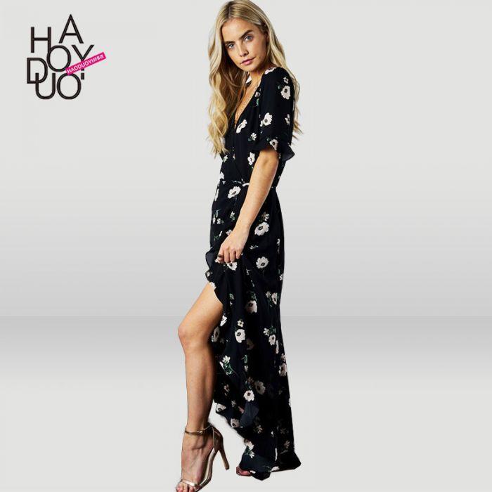 93996846 Lang kjole med korte ermer og v-hals